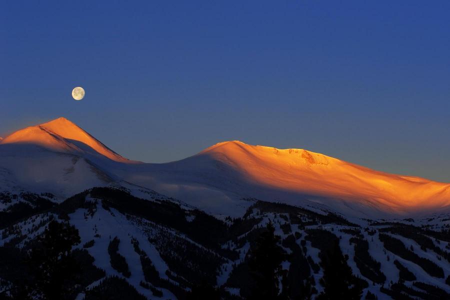 Breckenridge Skigebiet - Sonnenaufgang mit Mond