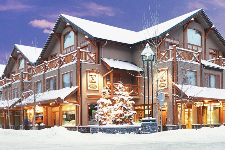 Brewster Mountain Lodge - Banff - Aussenansicht im Winter