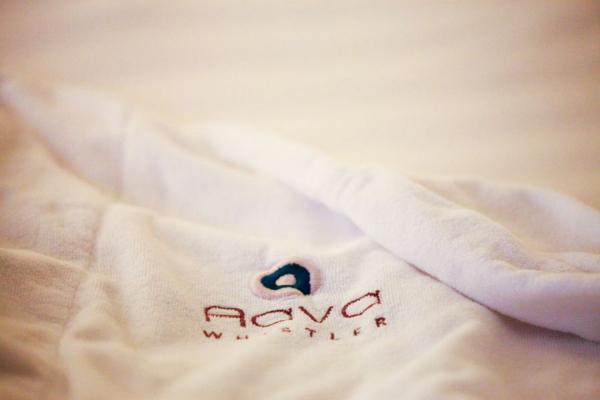 Flauschiger Bademantel im Aava Whistler Hotel