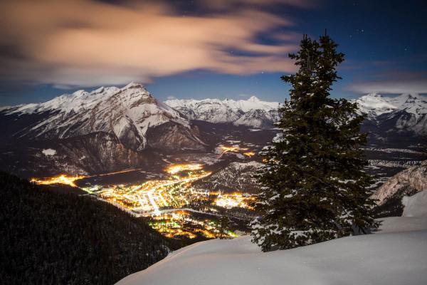 Blick auf Banff am Abend