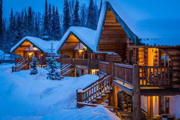 Last Frontier Heliskiing - Bell 2 Lodge - Chalets