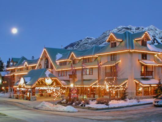 Caribou Lodge & Spa in Banff, Kanada im Abendlicht