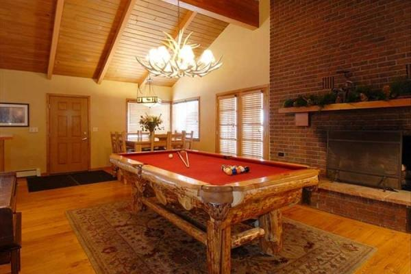 Carolina in the Pines Lodge in Dillon, Colorado - Billiardzimmer
