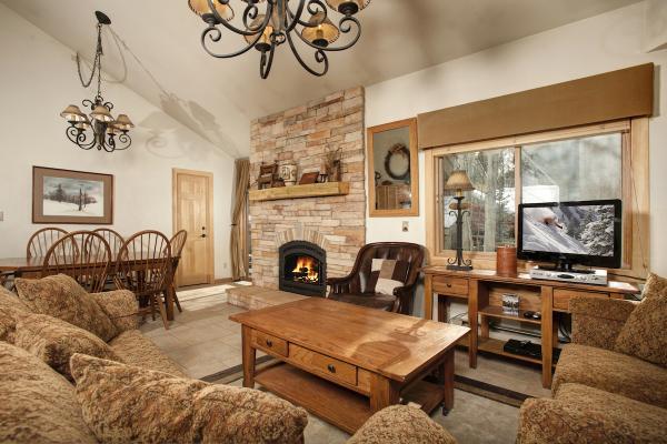 Forest Condominiums - Keystone - Wohnzimmer mit Kamin