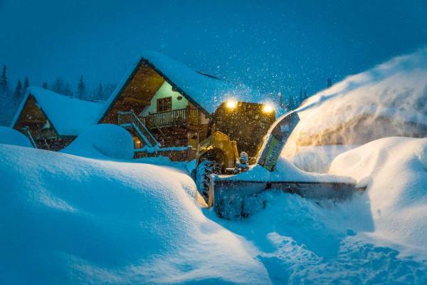 Last Frontier Heliskiing - Bell 2 Lodge - Snowblower