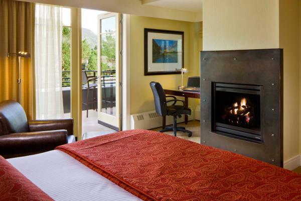 Limelight Hotel - Luxury Zimmer mit King Size Bett und Kamin
