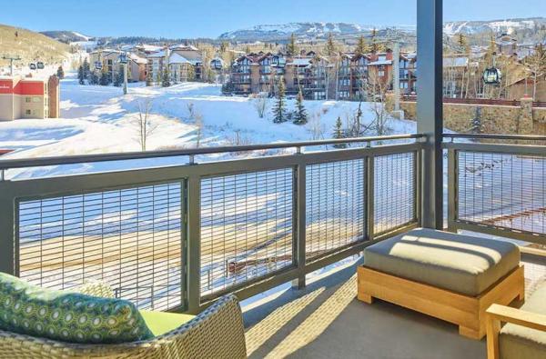 Limelight Hotel Snowmass - Blick vom Balkon auf die Piste