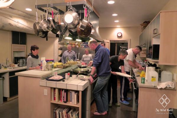 Die Little Mountain Lodge bietet eine professionelle Küche mit 2 Gasherden, Warmhalteöfen, Kühlschränken etc.
