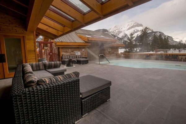 Moose Hotel Banff - Dachterasse mit Pool