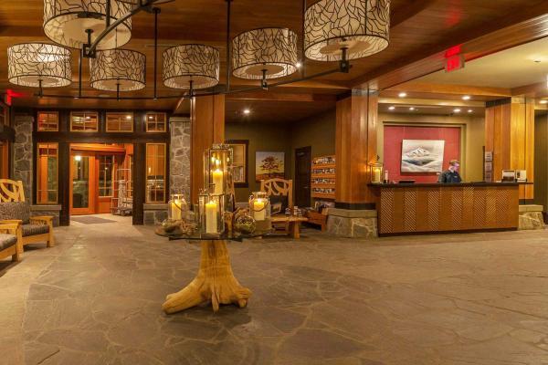 Nita Lake Lodge - Whistler - Lobby