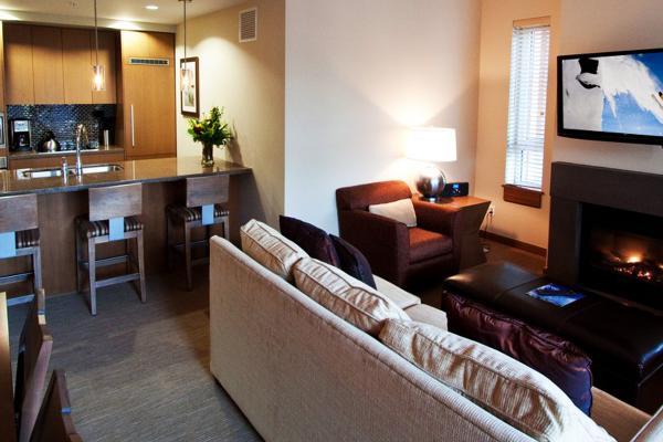 Sutton Place Hotel - Zimmer mit Küchenzeile und Kamin